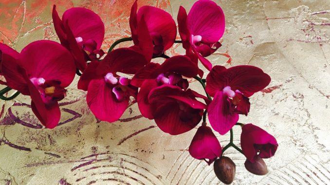 Umelé kvety v interiéri nie sú gýčom ale moderným riešením!