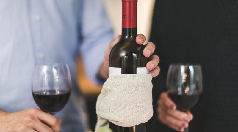 Porozumejte vínu aj vďaka aplikácii. Vieme, ktoré si stiahnuť do mobilu