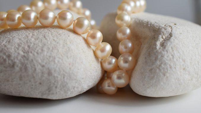 Šperky, ktoré sa budú nosiť na jeseň. Na čo staviť?