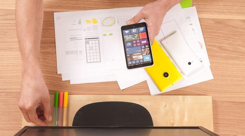 Reklama na sociálnych sieťach a reklamné predmety, dobra kombinácia propagácie